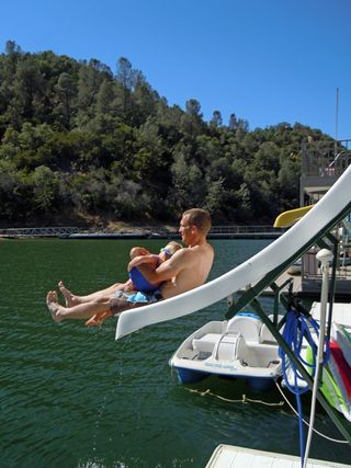 Houseboatslidecarlee