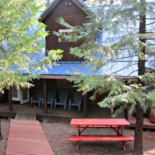 Cabin picnic table