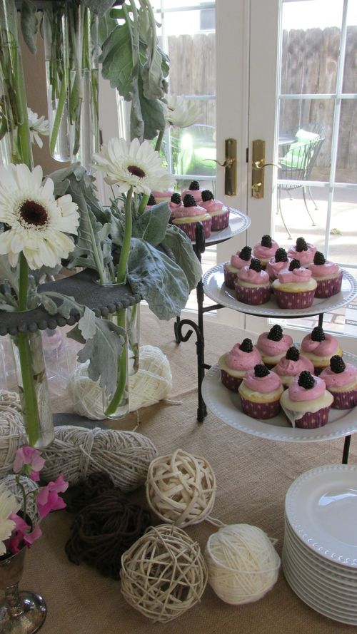 Baby shower cupcakes and flowers