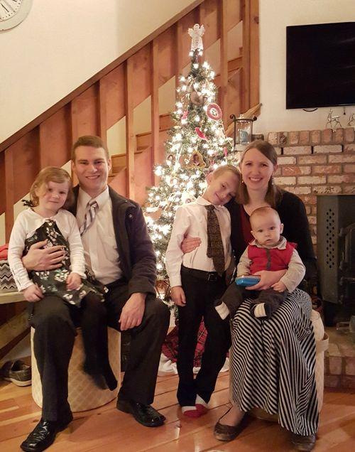 Cabin nov 2015 family Christmas tree