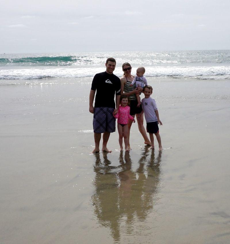 Oceanside174 family beach reflection
