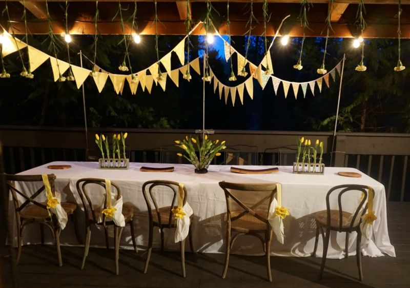 Cabin daffodil day night table