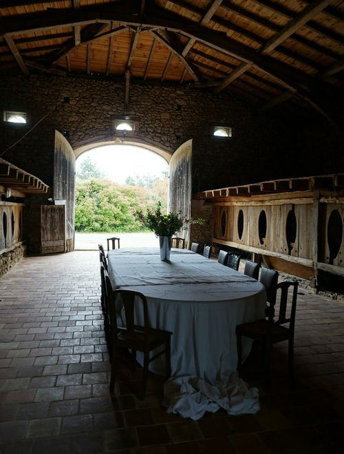 Academy france table barn 828