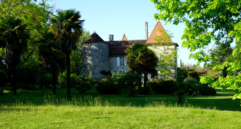 Academy france back of chateau