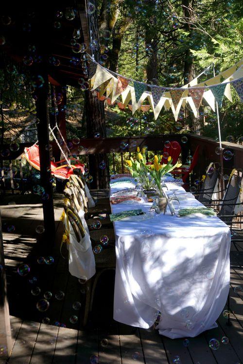Cabin daffodil day table bubbles