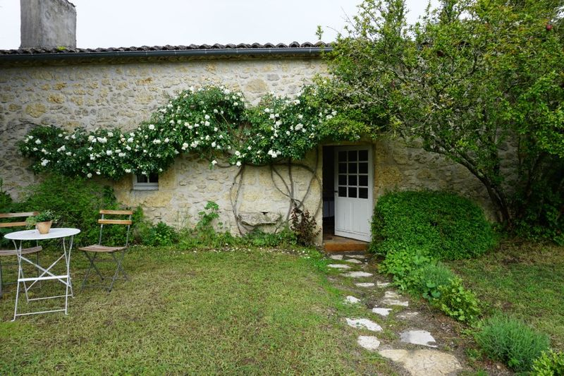 Academy france cottage 710