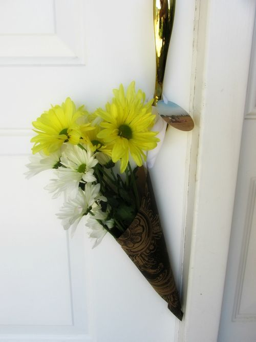Young women service flower cones door