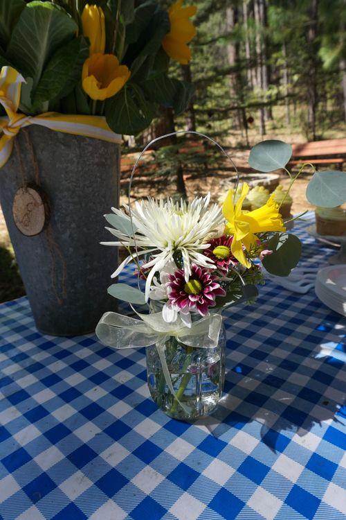 Cabin daffodil day flower jars