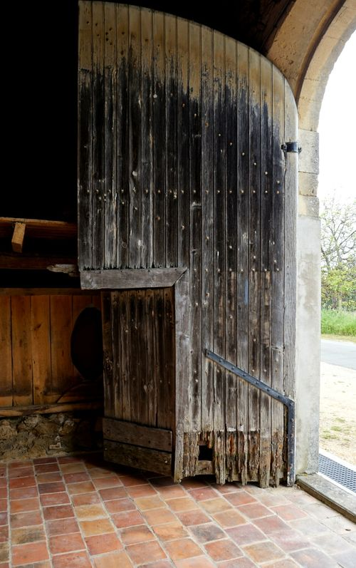 Academy france old barn door 835