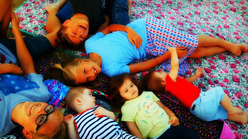 4th of July kids on blanket