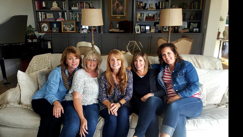 Friends giving girls sofa